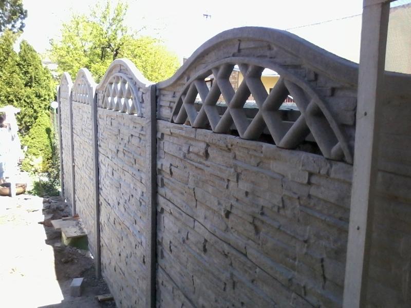 Detail betonového plotu
