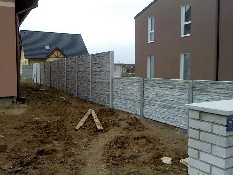 Betonový plot i s dovozem a montáží na klíč