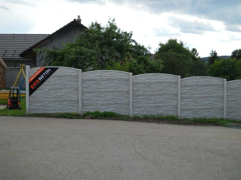 Beton plot vysoký šedý