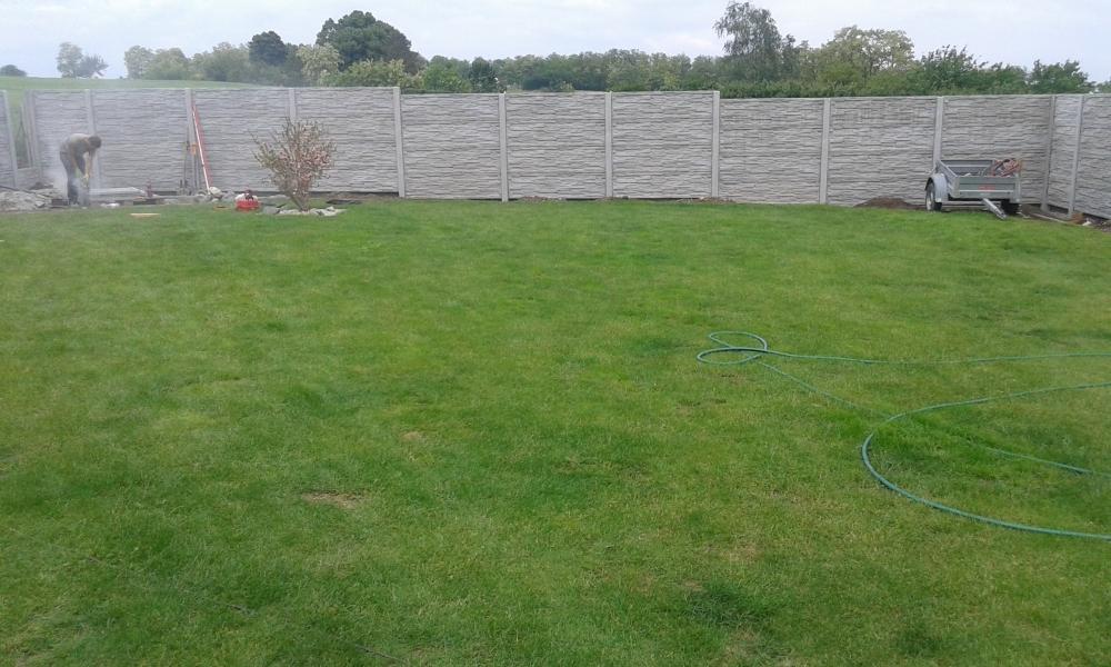 Oplocení trávníku velké zahrady