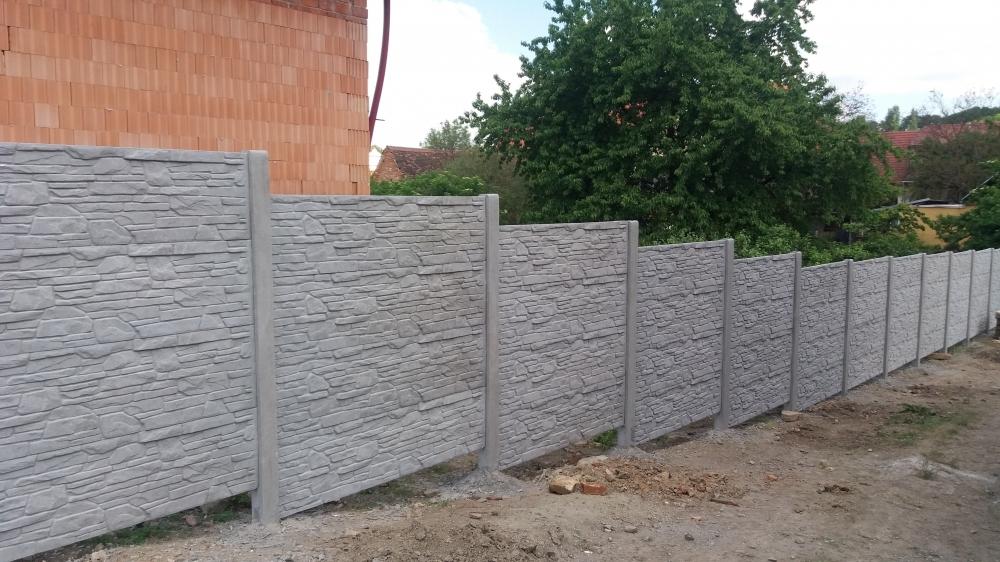Vyrábíme bezúdržbové betonové ploty, desky, sloupky