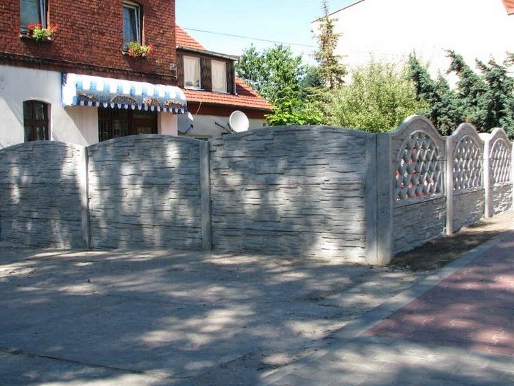 Betonový plot kolem penzionu