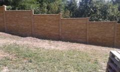 Probarvený dekorativní oboustranný plot