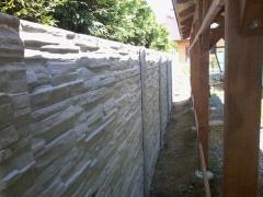 Betonový plot s kvalitní imitací kamene, detail