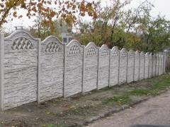 Betonový plot z oboustranných betonových desek